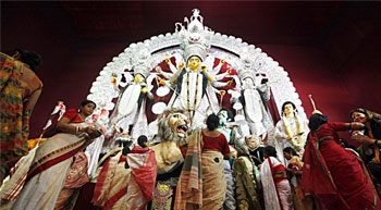 Bengal Govt promises steady power supply during Pujas